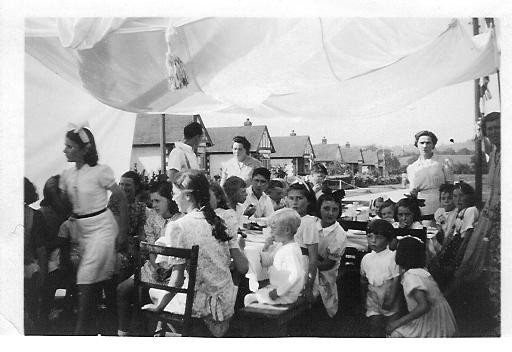 Louvaine Avenue, Wickford. V.E.day party 1945. (Photo: K. Racher)