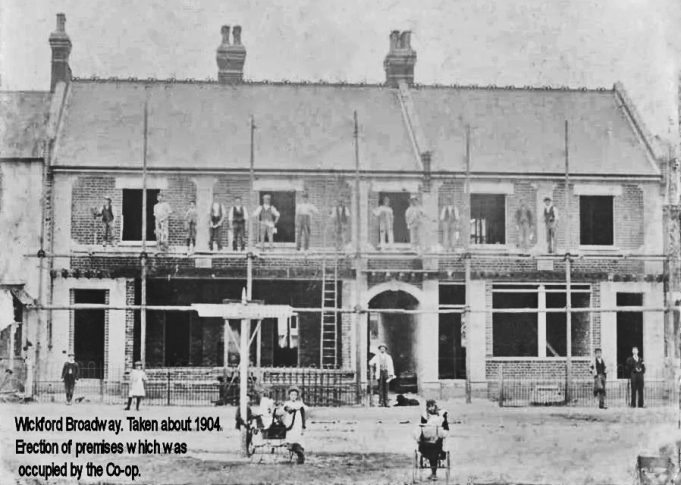 The Co-op in The Broadway 1904, it was more-or-less opposite the entrance to Southend Road.  This building can be seen in the photograph above.