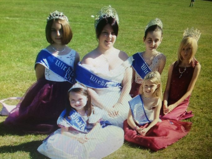 2007, Reinne Lowe as Queen and her court. | Rachael Gunnell