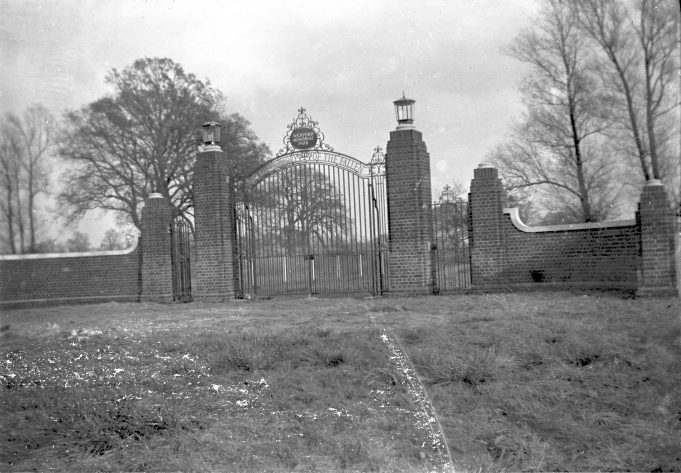 The 'new' Wickford Memorial Park Gates | Geoff Baxter.