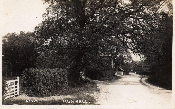 Runwell Rd c.1915-1930 towards the Quart Pot.