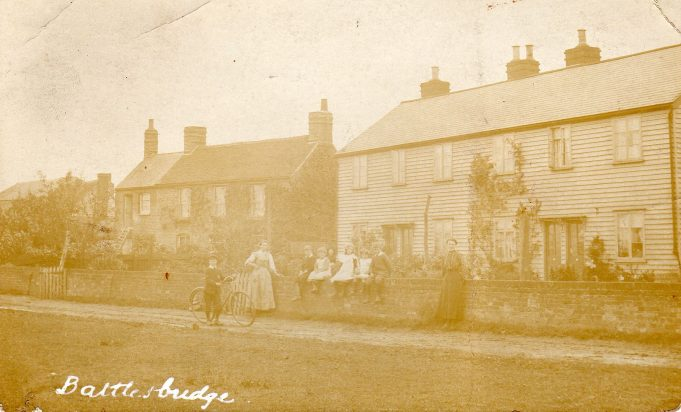 View of cottages in lane leading from The Hawk public house towards Yettons c.1915-1930.