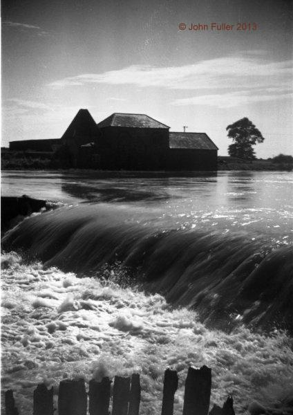 Battlesbridge Wickford Flood Water from the North side   John Fuller ©